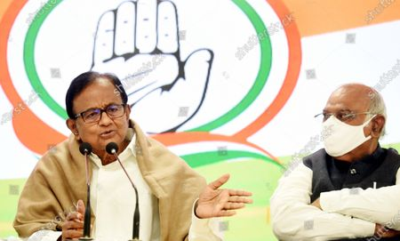 Congress leaders P. Chidambaram and and Mallikarjun Kharge during a press conference at AICC on January 28, 2021 in New Delhi, India. Ahead of the Budget Session, the Congress on Thursday demanded that the government initiate cash transfers and reduce taxes.