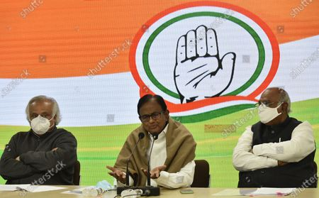 Former finance minister and Rajya Sabha MP P Chidambaram, along with congress leader Mallikarjun Kharge and Jairam Ramesh Special Congress Party briefing on the Mismanagement of Economy by the center Government and Congress Party expectations from the Budget, at Congress HQ, Akbar Road  on January 28, 2021 in New Delhi, India.