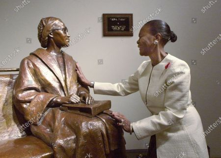 """Actress Cicely Tyson reacts upon seeing a life-size bronze sculpture of Rosa Parks in the Rosa Parks Library and Museum, in Montgomery, Ala., following a dedication ceremony. Tyson, the pioneering Black actress who gained an Oscar nomination for her role as the sharecropper's wife in """"Sounder,"""" a Tony Award in 2013 at age 88 and touched TV viewers' hearts in """"The Autobiography of Miss Jane Pittman,"""" has died. She was 96. Tyson's death was announced by her family, via her manager Larry Thompson, who did not immediately provide additional details"""