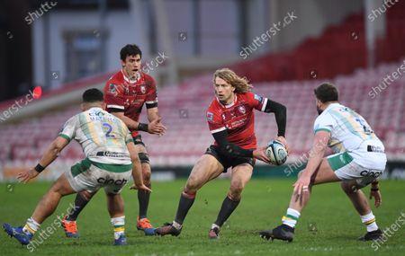 Billy Twelvetrees of Gloucester passes under pressure from Sam Matavesi of Northampton Saints; Kingsholm Stadium, Gloucester, Gloucestershire, England; English Premiership Rugby, Gloucester versus Northampton Saints.