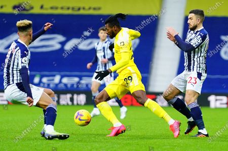 Andre Frank Zambo Anguissa of Fulham gets away from Robert Snodgrass of West Bromwich Albion