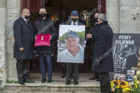 Cepoy Obseques du cascadeur Remy Julienne a Cepoy mort le 21 janvier des suites du Covid-19 a l age de 90 ans. Decore a titre posthume de la medaille d or avec palme.