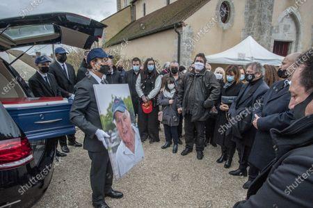 Cepoy Obseques du cascadeur Remy Julienne a Cepoy mort le 21 janvier des suites du Covid-19 a l age de 90 ans. Ses fils, Michel et Dominique sa fille Diane sa compagne Justine Poulin et Mario Luraschi.