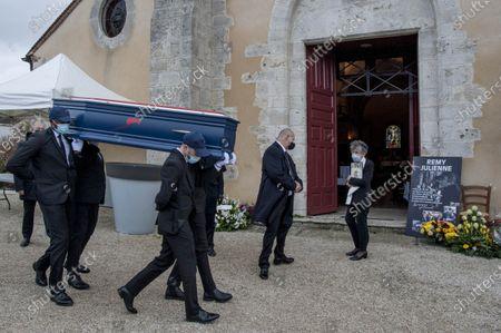 Cepoy Obseques du cascadeur Remy Julienne a Cepoy mort le 21 janvier des suites du Covid-19 a l age de 90 ans.