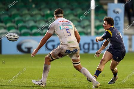 Stock Image of Duncan Weir, making his 50th appearance for Worcester Warriors, fires out a pass