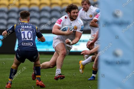 Alex Hepburn of Exeter Chiefs barges towards the home try line