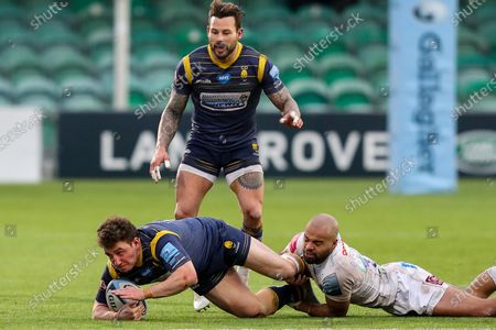 Duncan Weir, making his 50th appearance for Worcester Warriors, is tackled by Tom O'Flaherty of Exeter Chiefs