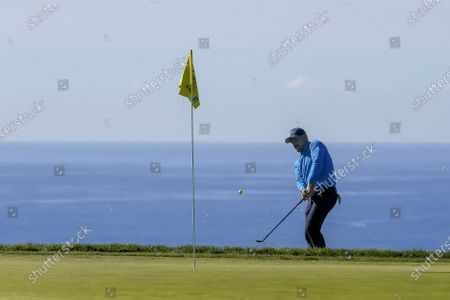 Rory Sabbatini of Slovakia chips onto the fifth green during the third round of the Farmers Insurance Open at Torrey Pines Golf Course in San Diego, California, USA, 30 January 2021.