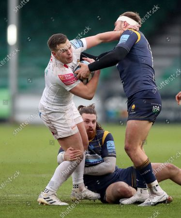 Joe Simmonds of Exeter is tackled by Perry Humphreys (headband) and Oli Morris of Worcester