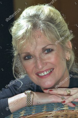 Lyn Paul Singer And Former Member Of The New Seekers . Rexmailpix.