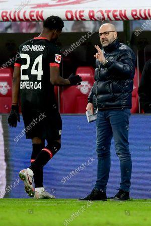 Leverkusen's Timothy Fosu-Mensah (L) and Leverkusen's head coach Peter Bosz during the German Bundesliga soccer match between RB Leipzig and Bayer 04 Leverkusen in Leipzig, Germany, 30 January 2021.