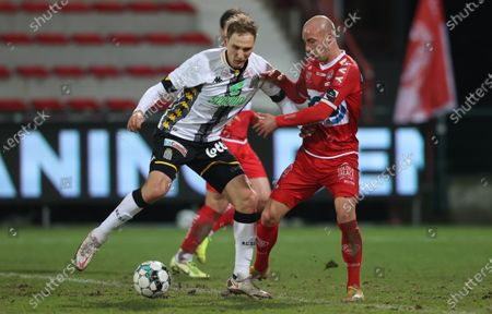 Charleroi's Lukasz Teodorczyk and Kortrijk's Gilles Dewaele fight for the ball during a soccer match between KV Kortrijk and Sporting Charleroi, Saturday 30 January 2021 in Kortrijk, on day 23 of the 'Jupiler Pro League' first division of the Belgian championship.