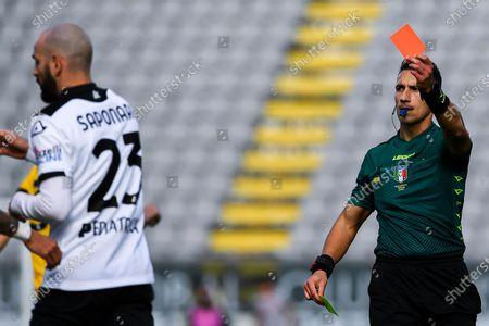Spezia's Riccardo Saponara (L) is sent off by referee Antonio Di Martino (R) during the Italian Serie A soccer match between Spezia Calcio and Udinese Calcio at Alberto Picco stadium in La Spezia, Italy, 31 January 2021