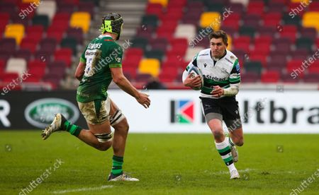 Toby Flood (co-captain) of Newcastle attacks Rob Simmons of London Irish