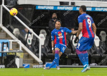 Nathaniel Clyne of Crystal Palace crosses the ball; St James Park, Newcastle, Tyne and Wear, England; English Premier League Football, Newcastle United versus Crystal Palace.