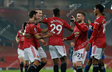 Aaron Wan-Bissaka of Manchester United puts the ball in the net past Goalkeeper Alex McCarthy of Southampton…cele with Edison Cavani on Manchester United and Bruno Fernandes of Manchester United and team