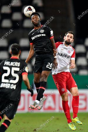 Leverkusen's Timothy Fosu-Mensah, left, jumps for a header with Essen's Simon Engelmann during the German Soccer Cup 3rd round match between RW Essen and Bayer Leverkusen in Essen, Germany