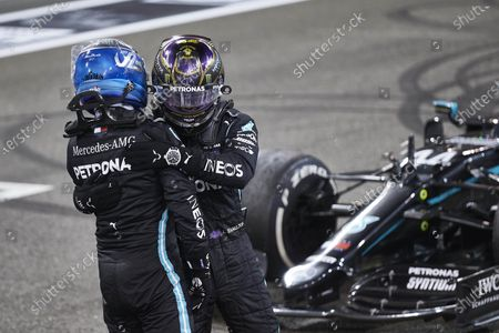YAS MARINA CIRCUIT, UNITED ARAB EMIRATES - DECEMBER 13: Valtteri Bottas, Mercedes-AMG Petronas F1, 2nd position, and Lewis Hamilton, Mercedes-AMG Petronas F1, 3rd position, congratulate each other on the grid during the Abu Dhabi GP at Yas Marina Circuit on Sunday December 13, 2020 in Abu Dhabi, United Arab Emirates. (Photo by Steve Etherington / LAT Images)