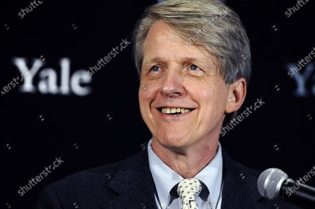"""Nobel prize-winning Yale University economist Robert Shiller smiles at a news conference in New Haven, Conn. Now, even the pros on Wall Street are asking if stock prices have shot too high. The U.S. stock market has been on a nearly nonstop rip higher since March 2020, surging roughly 70% to record heights. """"You might say a bubble occurs when people think that the market is going to go up but worry that it may drop,"""" said Shiller"""