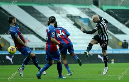 Newcastle's Jonjo Shelvey, right, scores his side's opening goal during the English Premier League soccer match between Newcastle United and Crystal Palace at St. James' Park in Newcastle, England
