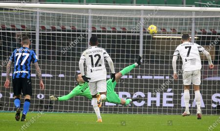 Juventus' Cristiano Ronaldo (R) scores on penalty the 1-1 goal against Inter Milan's goalkeeper Samir Handanovic during the Italy Cup semifinal first leg soccer match between FC Inter and Juventus FC at Giuseppe Meazza stadium in Milan, Italy, 02 February 2021.