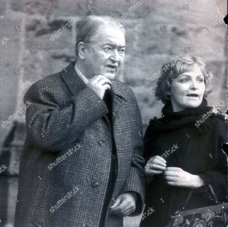 Author Kingsley Amis 7th November 1990 Alnwick. Leading Author Sir Kingsley Amis (dead) At George Gale's Funeral In Alnwick... Authors Pkt2024 - 141362