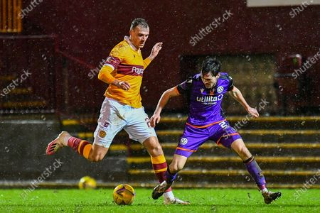 Harry Smith (#29) of Motherwell FC holds off Liam Smith (#2) of Dundee Utd FC during the SPFL Premiership match between Motherwell and Dundee United at Fir Park, Motherwell