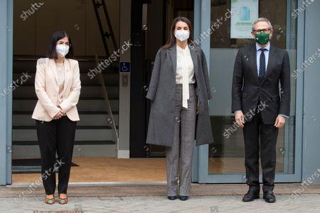 The new Minister of Health, Carolina Darias and Queen Letizia Ortiz at the AECC headquarters in Madrid