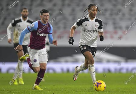 Bobby Decordova-Reid of Fulham chased by Aaron Cresswell of West Ham United