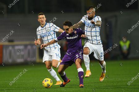 """Giacomo Bonaventura (Fiorentina)Arturo Vidal (Inter)Ivan Perisic (Inter)           during the Italian """"Serie A"""" match between Fiorentina 0-2 Inter  at  Artemio Franchi Stadium in Florence, Italy."""