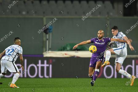 "Arturo Vidal (Inter)Sofyan Amrabat (Fiorentina)Alessandro Bastoni (Inter)           during the Italian ""Serie A"" match between Fiorentina 0-2 Inter  at  Artemio Franchi Stadium in Florence, Italy."