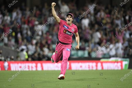 Sean Abbott of the Sydney Sixers celebrates the Sixers victory; Sydney Cricket Ground, Sydney, New South Wales, Australia; Big Bash League Cricket, Final, Sydney Sixers versus Perth Scorchers.