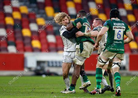 Billy Twelvetrees of Gloucester tackles Albert Tuisue of London Irish; Brentford Community Stadium, London, England; Gallagher Premiership Rugby, London Irish versus Gloucester.