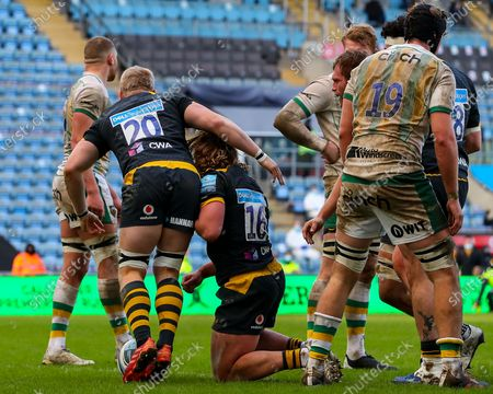 Ben Morris of Wasps  congratulates Tommy Taylor of Wasps on his try