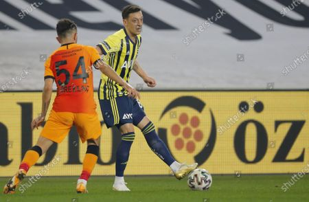 Mesut Oezil (R) of Fenerbahce in action against Emre Kilinc (L) of Galatasaray during the Turkish Super League soccer match between Fenerbahce and Galatasaray in Istanbul, Turkey, 06 February 2021.