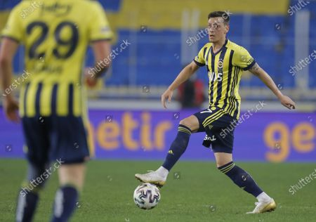Mesut Oezil of Fenerbahce in action during the Turkish Super League soccer match between Fenerbahce and Galatasaray in Istanbul, Turkey, 06 February 2021.