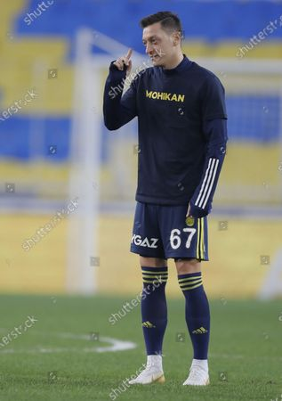Mesut Oezil of Fenerbahce warms up for the Turkish Super League soccer match between Fenerbahce and Galatasaray in Istanbul, Turkey, 06 February 2021.