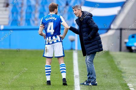 Asier Illarramendi listens to his head coach Imanol Alguacil of Real Sociedad CF during the La Liga match between Real Sociedad and Cadiz CF at Reale Arena on February 07, 2021 in San Sebastian, Spain.