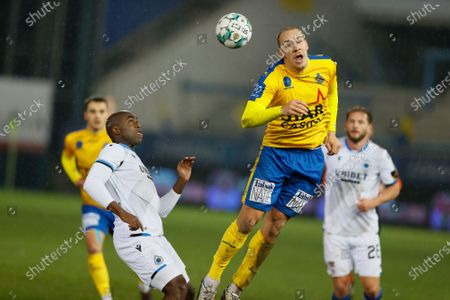 Club's Eder Balanta and Waasland-Beveren's Michael Frey fight for the ball during a soccer match between Waasland-Beveren and Club Brugge, Saturday 06 February 2021 in Beveren, on day 24 of the 'Jupiler Pro League' first division of the Belgian championship.