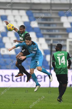 """Marlon Santos da Silva Barbosa (Sassuolo)Giulio Maggiore (Spezia)Pedro Obiang (Sassuolo)           during the Italian """"Serie A"""" match between Sassuolo 1-2 Spezia  at  Mapei Stadium in Reggio Emilia, Italy."""