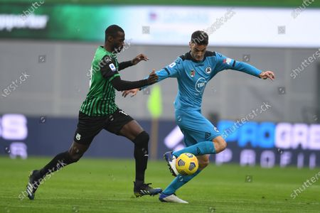 """Pedro Obiang (Sassuolo)Giulio Maggiore (Spezia)             during the Italian """"Serie A"""" match between Sassuolo 1-2 Spezia  at  Mapei Stadium in Reggio Emilia, Italy."""
