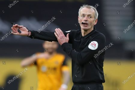 Referee Martin Atkinson reacts during the English Premier League soccer match between Wolverhampton Wanderers and Leicester City in Wolverhampton, Britain, 07 February 2021.