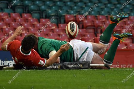 Ireland's Keith Earls score a try during the Six Nations rugby union international between Wales and Ireland at the Principality Stadium in Cardiff, Wales