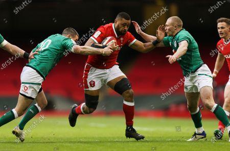 Taulupe Faletau of Wales  takes on Jonathan Sexton of Ireland  and Keith Earls of Ireland