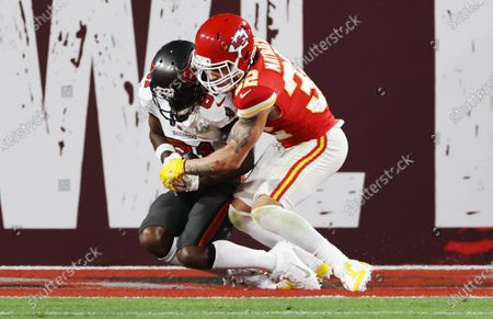 Tampa Bay Buccaneers wide receiver Antonio Brown (L) catches a touchdown pass in front of Kansas City Chiefs safety Tyrann Mathieu (R) in the second quarter of the National Football League Super Bowl LV at Raymond James Stadium in Tampa, Florida, USA, 07 February 2021.