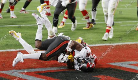 Tampa Bay Buccaneers wide receiver Antonio Brown (L) catches a touchdown pass in front of Kansas City Chiefs safety Tyrann Mathieu (R, obscured) in the second quarter of the National Football League Super Bowl LV at Raymond James Stadium in Tampa, Florida, USA, 07 February 2021.