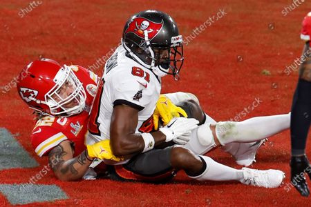 Tampa Bay Buccaneers wide receiver Antonio Brown (R) scores a touchdown against the Kansas City Chiefs during the first half of their National Football League Super Bowl LV at Raymond James Stadium in Tampa, Florida, USA, 07 February 2021.