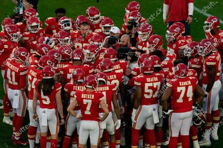 Kansas City Chiefs' Travis Kelce (87) talks to the team before the NFL Super Bowl 55 football game between the Kansas City Chiefs and Tampa Bay Buccaneers, in Tampa, Fla