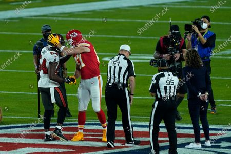 Tampa Bay Buccaneers' Lavonte David (54) and Kansas City Chiefs' Travis Kelce (87) shake hands following the coin toss before NFL Super Bowl 55 football game, in Tampa, Fla