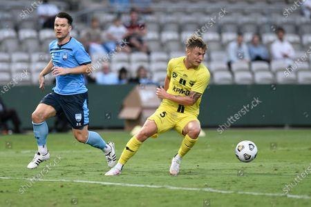 James McGarry of Wellington Phoenix cuts back during an attack as Alexander Baumjohann of Sydney goes by; Jubilee Stadium, Sydney, New South Wales, Australia; A League Football, Sydney Football Club versus Wellington Phoenix.